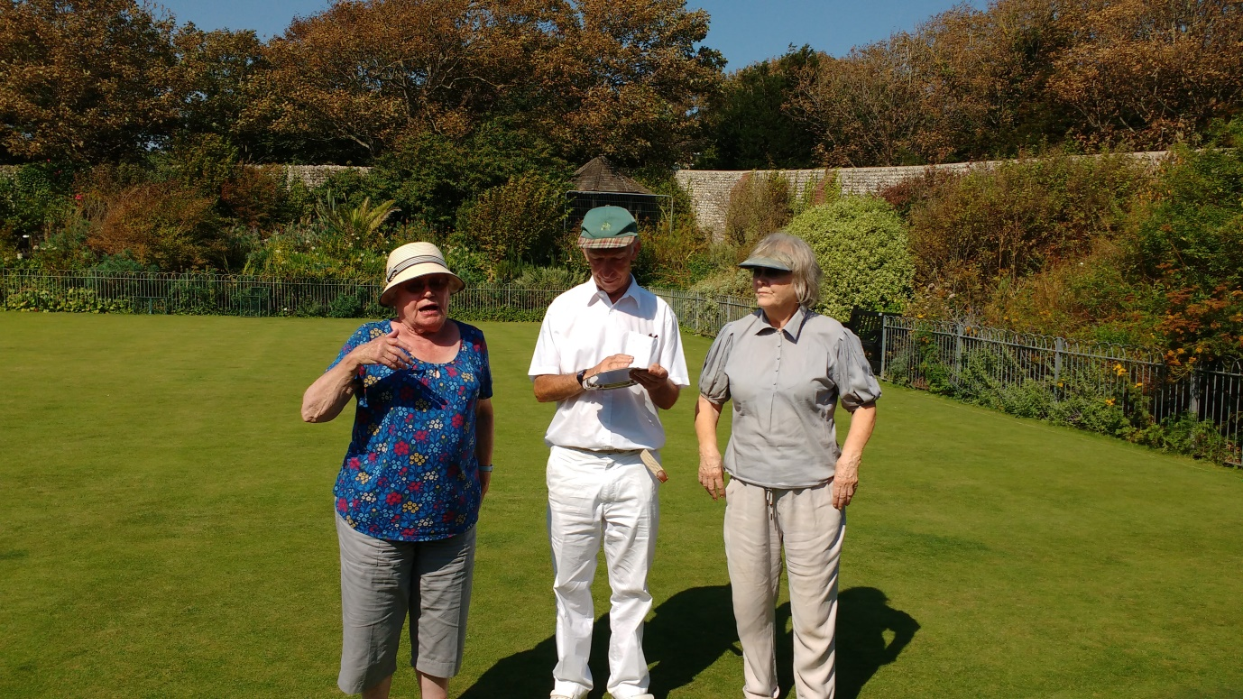 C:\Users\Brian\Documents\My Documents\Dad\Croquet Club\Chairman Newsletter\August 2019\Less Salver Winners 2019.jpg